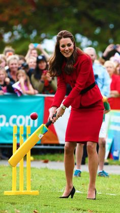 The Duchess of Cambridge plays Cricket In Christchurch ( Credit : Ian Vogler) #katemiddleton