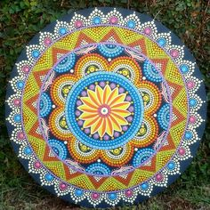 Acrylic Painting Inspiration, Mandala Canvas, Dot Painting, Mandala Design, Color Combos, Quilling, Outdoor Blanket, Paper Crafts, Zentangles
