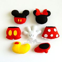 Un conjunto de fieltro Mickey y Minnie Mouse Party Favor