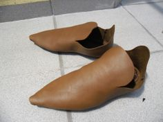 Simple medieval shoes
