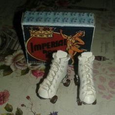 Dollhouse roller skates esc 1/12