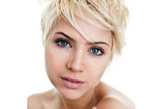 Short hair is one of the top hairstyle trends 2013. If you want to make the cut or get a new look, check out these 20 pictures of hairstyles for short hair!
