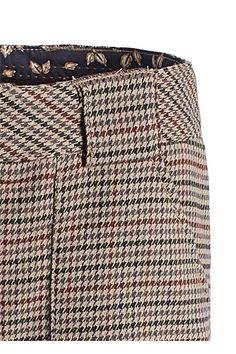 Why not wear shorts in fall/winter? You can read my opinion about shorts on the blog today, as well as fashion inspirations. Sexy! ;-)  .......................  Warum im Herbst oder Winter nicht auch mal Shorts tragen? Meine Meinung dazu könnt ihr heute auf meinem Blog nach lesen. Sexy! ;-)    http://bootsmannundtornado.net/2012/10/24/shorts-for-fallwinter/    #shorts #outfit #mode #womenswear #bootsmannundtornado #hosen #winter #fall #autumn #fashion