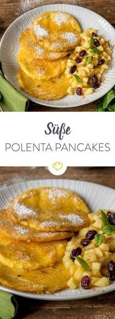 Schluss mit herzhaften Stullen! Versüß dir den Feierabend mit buttrigen Polenta-Pancakes mit Apfelstücken, Cranberries und Minze.