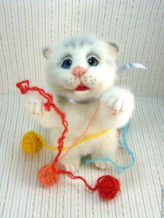 Купить Валяный котёнок Умка. Игрушка из шерсти. - белый, пушистый, коты, котенок из шерсти