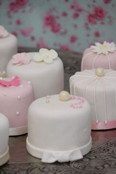 Minicakes vintage Minicakes #MadAboutMiniCakes We love these!