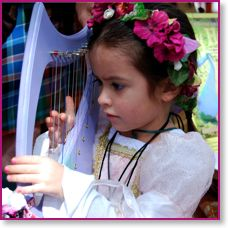 Cute baby harps. Would be wonderful if she wanted to learn to play.