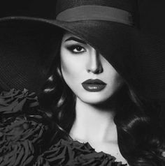 Beautiful black and white photography ladies portrait Film Noir Photography, Fashion Photography Art, Dark Photography, Glamour Photography, Abstract Photography, Photography Women, Black And White Photography, Portrait Photography, Modeling Photography