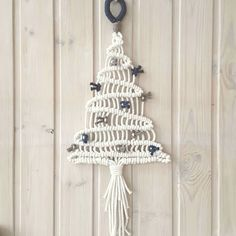 Basic Macrame Knots : Step by Step Guide Macrame Knots, Micro Macrame, Macrame Jewelry, Macrame Wall Hanging Diy, Macrame Curtain, Yarn Crafts, Diy And Crafts, Handmade Christmas, Christmas Crafts