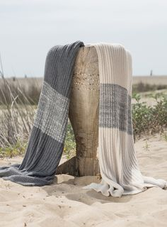 Barefoot Dreams® - THE BAMBOO CHIC LITE® RIBBED BLANKET WITH HEATHERED STRIPE