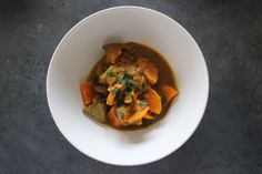 www.gesunde-erbsen.com/eintopf #Eintopf #5elementekueche #tcm #gesundeerbsen Healthy Food, Healthy Recipes, Thai Red Curry, Ethnic Recipes, Eggplant, Traditional Chinese Medicine, Beef, One Pot, Kochen