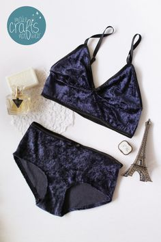"""The """"late night in Paris"""" handmade set is made out of super soft, plush and stretchy fabric. The dark blue fabric gives a very vintage feel. The soft bra has no bra hooks so it is very comfortable and cozy and makes a great set for the comming fall and winter."""