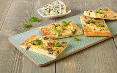 Her har vi brukt en Crème Fraîche-basert pizzasaus. Pizza, Creme Fraiche, Pesto, Tacos, Food And Drink, Healthy Recipes, Healthy Food, Bread, Chicken