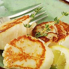 to Sear Scallops Get a perfect sear on scallops with these easy tips.Get a perfect sear on scallops with these easy tips. Shellfish Recipes, Seafood Recipes, Cooking Recipes, Cooking Tips, Snacks Recipes, Cooking Steak, Healthy Recipes, Cooking Classes, Recipes Dinner
