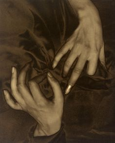 """Georgia O'Keeffe's hands – """"Hands and Thimble"""", photographed by Alfred Stieglitz, 1919"""