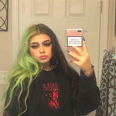 Makeuphall: The Internet`s best makeup, fashion and beauty pics are here. Hair Color Streaks, Hair Color Purple, Hair Dye Colors, Emo Hair Color, Pastel Green Hair, Green Hair Girl, Multicolored Hair, Hair Inspo, Alternative Hair