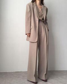 Suit Fashion, Look Fashion, Fashion Outfits, Womens Fashion, Fashion Trends, Classy Fashion, Fashion Ideas, Korean Fashion Work, Club Fashion