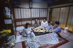 I love the way families dine in Japan