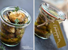 Wieder ein Rezept aus meinem Picknickkörbchen: Marinierte Champignons, die wir unseren Gästen gerne auch als Tapas, also kleines Appetithäppchen, servieren. Zutaten für 6 Personen 250 g (= ca. 22) ...
