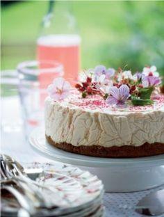 Cheesecake med rabarber-jordbær-marmelade