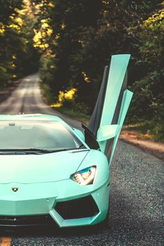 tiffany blue Aventador----my color!!  @Tayler Hobba Hobba Hobba hill this is what you can propose to me with a Tiffany's ring lol