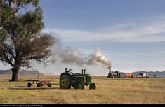 Net Photo: Sandstone Estates Steam at Fouriesburg, South Africa by Bob Avery South African Railways, Rail Train, Steam Railway, Abandoned Train, Ford Tractors, Train Stations, Old Trains, Busses, Steam Locomotive
