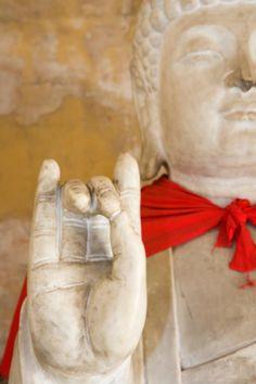 Your Guide To Buddha Hand Gestures (Mudras): Buddha Mudra # 6: KARANA - Banishing & Expelling Negativity