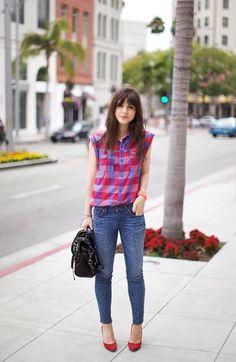 Shop this look on Kaleidoscope (top, jeans, pumps, purse)  http://kalei.do/WFcY8tNoJtGGYZhi
