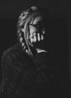 Portrait Photography Poses, Girl Photography Poses, Tumblr Photography, Girl Photo Poses, Girl Photos, Teenage Girl Photography, Zeina, Foto Casual, Foto Art
