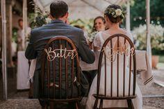 """Stuhldeko fürs Brautpaar: """"Better together"""" Schriftzug in gold an Vintage-Stühlen für einen schlichten Blickfang. #minimal #farmwedding #typography #rustic #vintagewedding Minimal, Instagram, Wedding, Gold, Vintage, Newlyweds, Script Logo, Valentines Day Weddings, Vintage Comics"""