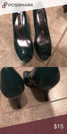 Hunter Green Peep toe heels excellent shoes ❤️ Bitten by Sarah Jessica Parker size 7 heels! They are beautiful ❤️ Sarah Jessica Parker Shoes Heels