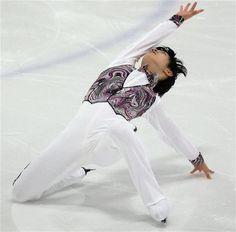男子SPで演技する羽生結弦=モントリオール(ロイター)