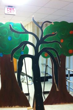 """Trees for """"Wizard of Oz"""" theater production Wizard Of Oz Play, Wizard Of Oz Witch, Life 2016, 4 Life, Enchanted Forest Prom, Stage Props, School Doors, Art Night, Relay For Life"""