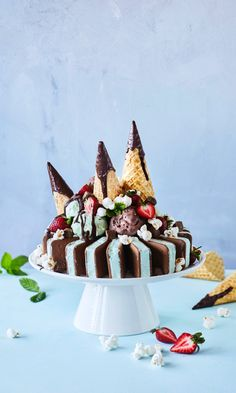Puffet-jäätelökakku – helppo ja ihanan överi minttu-suklaaherkku | Meillä kotona Ice Cream Social, Food Inspiration, Party Planning, Gingerbread, Panna Cotta, Sweet Tooth, Deserts, Frozen, Birthdays