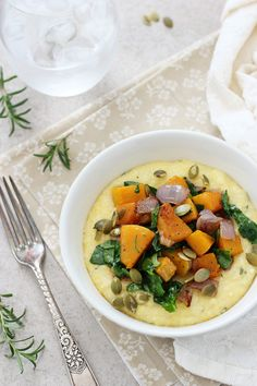A simple, weeknight dinner perfect for when you just need something comforting. Butternut Squash and Spinach Polenta Bowls from Recipes Meals) Clean Eating Recipes, Healthy Eating, Cooking Recipes, Vegetarian Recipes, Healthy Recipes, Fall Recipes, Delicious Recipes, Vegan Vegetarian, Yummy Food