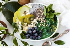 Green: smoothie, chia pudding and seasonal fruit  1 cup Baby spinach 1/2 cup Mint leaves 1/2 cup Frozen banana 125ml Coconut milk 4 Ice cubes Hand full of almonds 1 Tbsp Flax seeds 1 tsp Spirulina powder