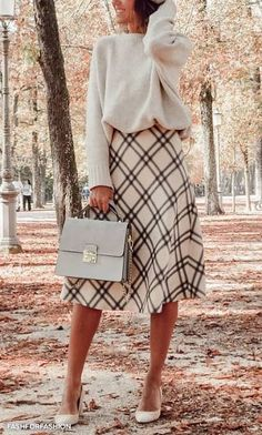 Elegant fall outfits for women in 2019 minimal and classy womens fashion chic trends fall fashion noble Simple Fall Outfits, Fall Winter Outfits, Autumn Winter Fashion, Winter Boots, Winter Outfits With Skirts, Modest Winter Outfits, Modest Church Outfits, Winter Skirt Outfit, Long Winter Skirts