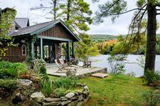 Cape Style Homes, Shingle Style Homes, Design Exterior, Rustic Exterior, Ranch Exterior, Exterior Colors, Casa Do Rock, Cabin Design, House Design