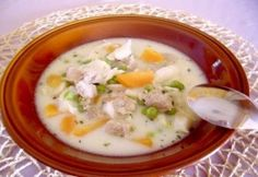 Tárkonyos sertésraguleves 2. | NOSALTY Cheeseburger Chowder, Soup, Recipes, Food Recipes, Soups, Rezepte, Recipe, Cooking Recipes, Chowder