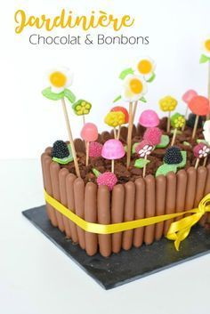My Easter Cake . Candy and chocolate planter / Around Cia - Beauty & Lifestyle Bordeaux . Gravity Cake, Candy Cakes, Salty Cake, Easter Treats, Easter Cake, Savoury Cake, Cakepops, Food Design, Clean Eating Snacks