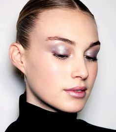 We list the fall makeup trends that are easy to pull off with advice from top makeup artists. Read all about it here.