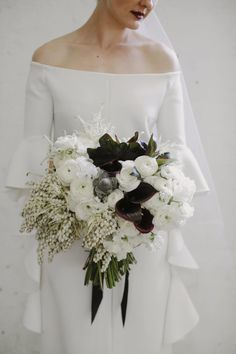 modern bride with green and white bouquet