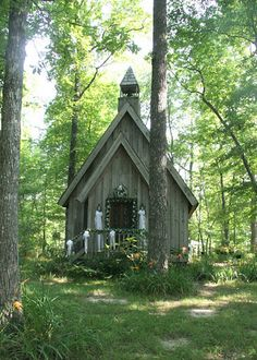 mentone alabama, wedding chapel. I don't want to get married I a church, I want to be married outside but this is so cute I'd make an acceptation