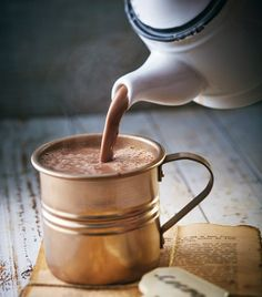 Recetas para hacer chocolate caliente--almond milk steeped with cinnamon, star anise, and nutmeg then mixed with chopped chocolate