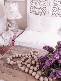 Gorgeous and such romantic shabby chic appeal. ~ Love ~ Prior pin: Romantik KIr evi stili-Romantik ev blog