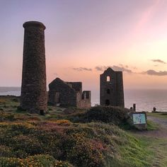 Wheal Coates at sunset. So close to where we are staying. This ruin of a tin mine is so picturesque from any angle. #Cornwall