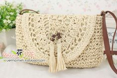 This Pin was discovered by เลิ Crochet Clutch, Crochet Handbags, Crochet Purses, Crochet Lace, Estilo Hippie Chic, Crochet Phone Cases, Bead Embroidery Jewelry, Knitted Bags, Handmade Bags