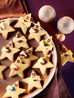 Niedliche Knetteigsterne mit Orangennote Cute kneading dough stars with orange note Christmas Desserts, Christmas Treats, Christmas Baking, Halloween Desserts, Christmas Recipes, Christmas Diy, Cake Cookies, Sugar Cookies, Christmas Cookies