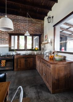Majo, her husband, their daughter, and three rescued dogs share this large home in a small town near Buenos Aires. Bohemian Kitchen Decor, Bohemian Decor, Rustic Decor, Rustic Cabinets, Wood Kitchen Cabinets, Cozy Room, River House, Salvaged Wood, Large Homes