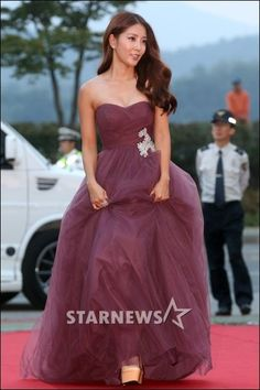 BoA attracts attention with her beautiful dress at '2013 Korea Drama Awards' + wins best rookie actress | allkpop.com